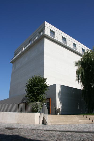 holocaust-museum-en-memoriaal-mechelen-05-trap-vanbeekrietveldbeaufort-awg